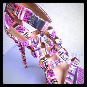 Multicolored heel shoe